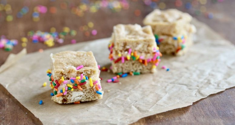 Just the right bite! Enjoy these festive White Chocolate Chip Blondie Sandwich Bites as a fun-sized treat.