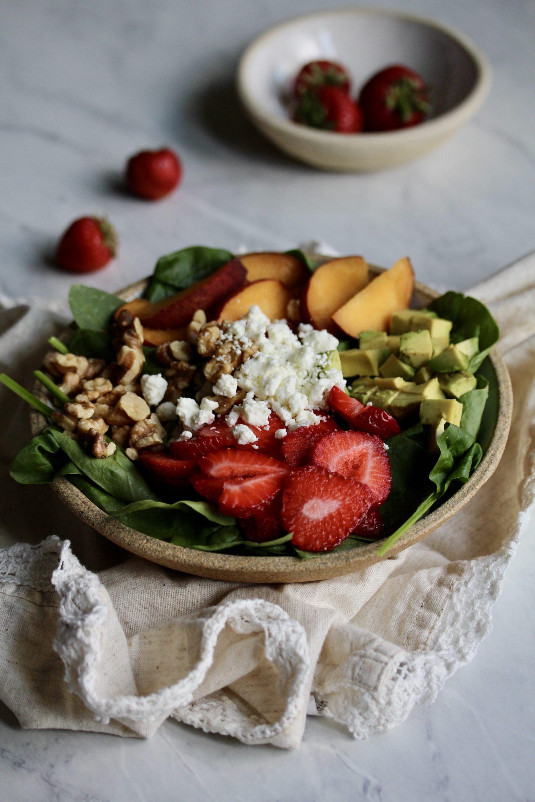 Strawberry Peach Spinach Salad | sarahaasrdn.com