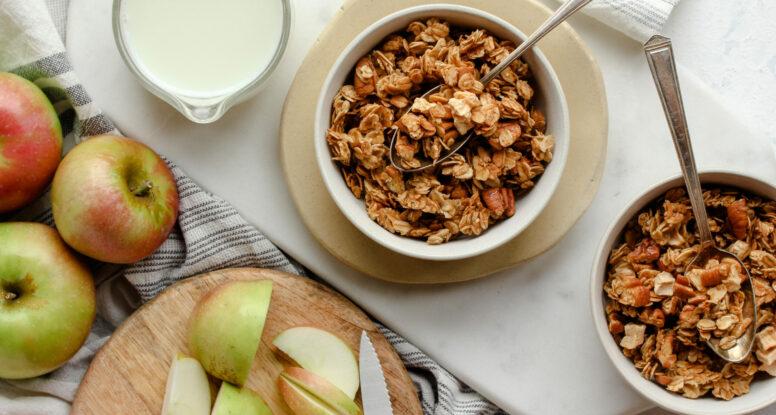 Apple Crumble Granola | sarahaasrdn.com