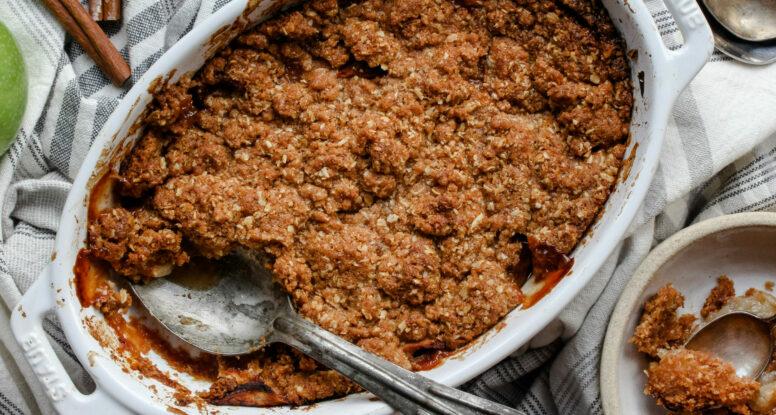 Spiced Apple Crumble | sarahaasrdn.com